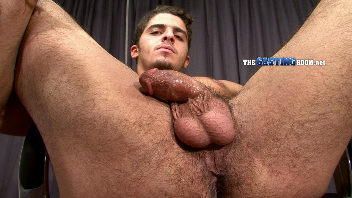 Pornstar Hunk Gets Off During Threesome